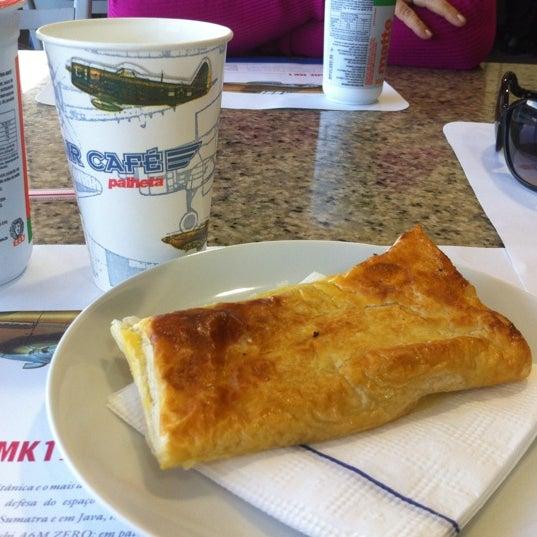 Photo taken at Air Café Palheta by Carolina C. on 8/13/2012