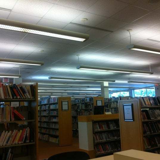 Photo taken at Greenwich Library by Yoshimi N. on 8/4/2012