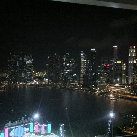 Photo taken at The Ritz-Carlton, Millenia Singapore by ʍմղҽҽɾ A. on 6/20/2012