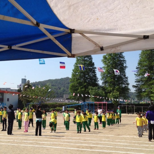 Photo taken at 성황초등학교 by Jihyun P. on 5/4/2012