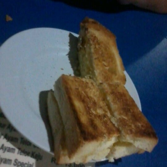 Photo taken at Roti Bakar Eddy by TAN Y. on 3/22/2012
