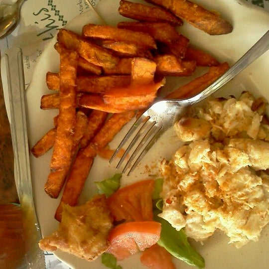 Photo taken at May's Crab & Seafood by Nicki W. on 5/28/2012