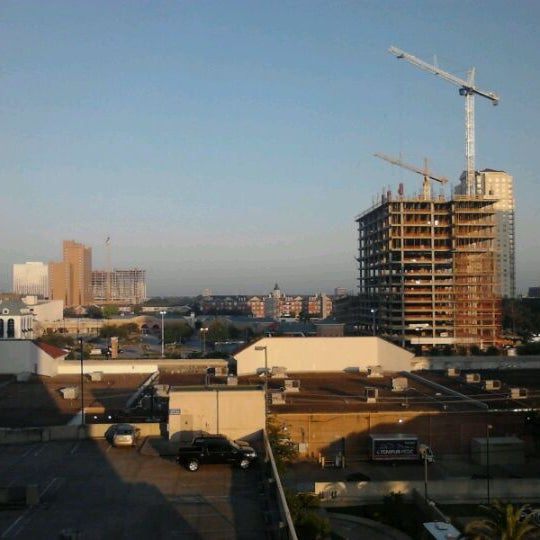 Photo taken at Sheraton Suites Houston Near The Galleria by Jos V. on 5/18/2012