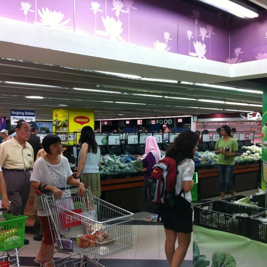 Photo taken at NTUC FairPrice by Michael S. on 4/21/2012