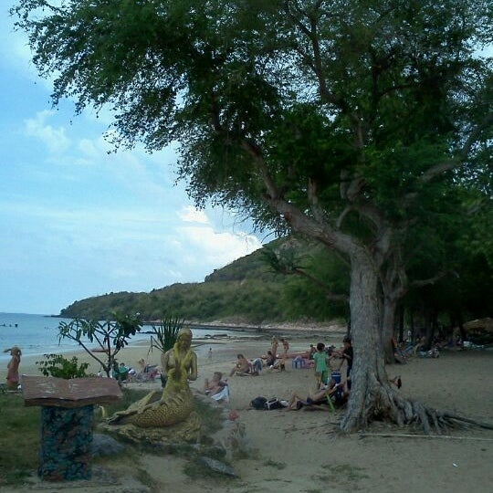 Photo taken at Sai Keaw Beach by Pawit147 S. on 3/10/2012