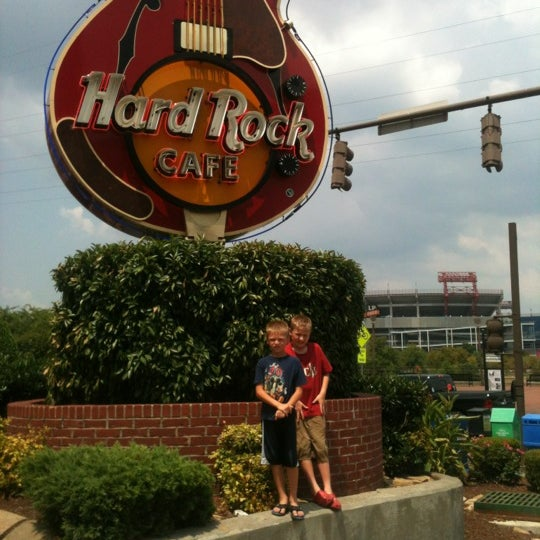 Photo taken at Hard Rock Cafe Nashville by Dennis T. on 7/8/2012