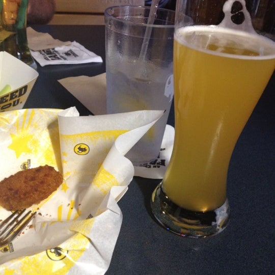 Photo taken at Buffalo Wild Wings by Jodi L. on 5/26/2012