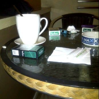Photo taken at CoffeeBen's & Resto by Icha I. on 3/10/2012