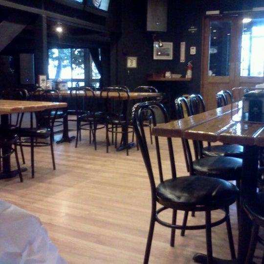 Photo taken at Lakeside Pizza, Sports Bar & Nightclub by Justin K. on 5/7/2012