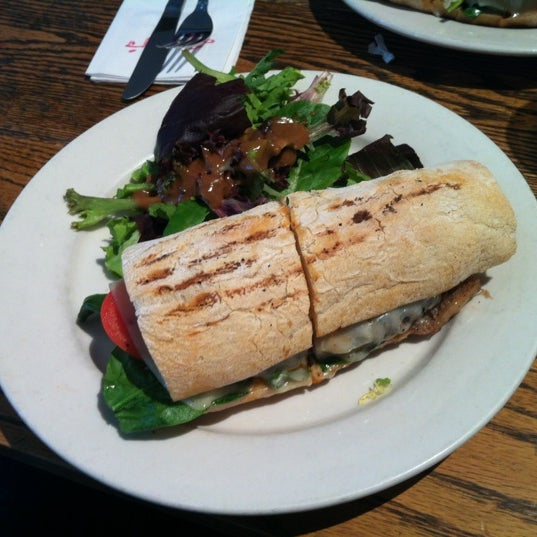 Photo taken at Ruby's Café by Renato K. on 4/19/2012