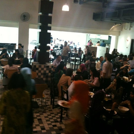 Photo taken at Chow Food Court by Hendrik N. on 6/14/2012