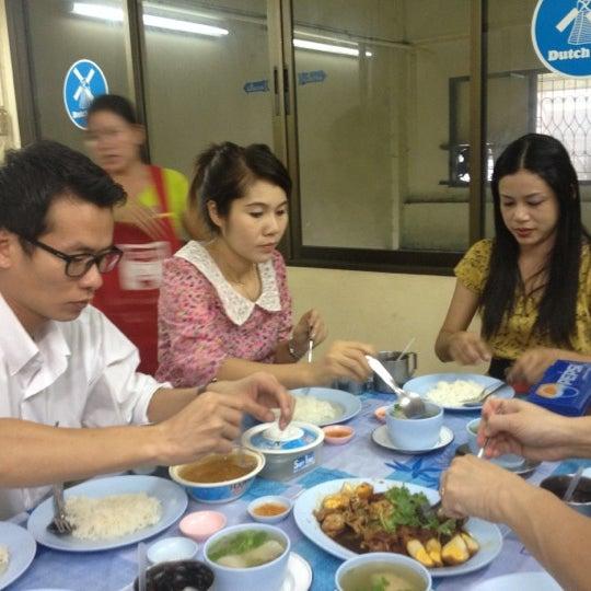 Photo taken at ขาหมูฮ่องเต้ by BigpinG ™. on 7/9/2012