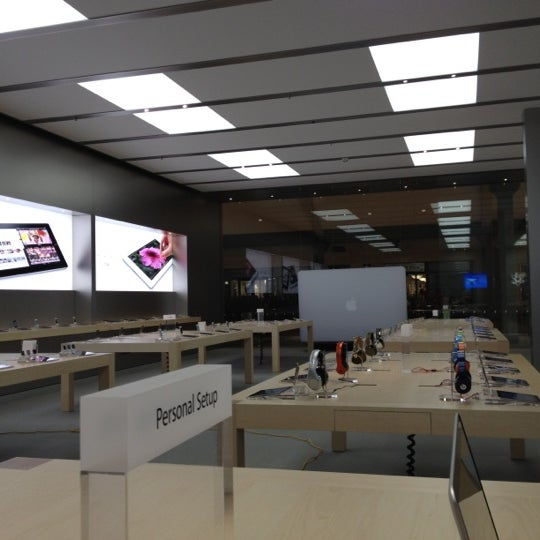 Photo taken at Apple Store, Bellevue Square by Matheus S. on 9/4/2012