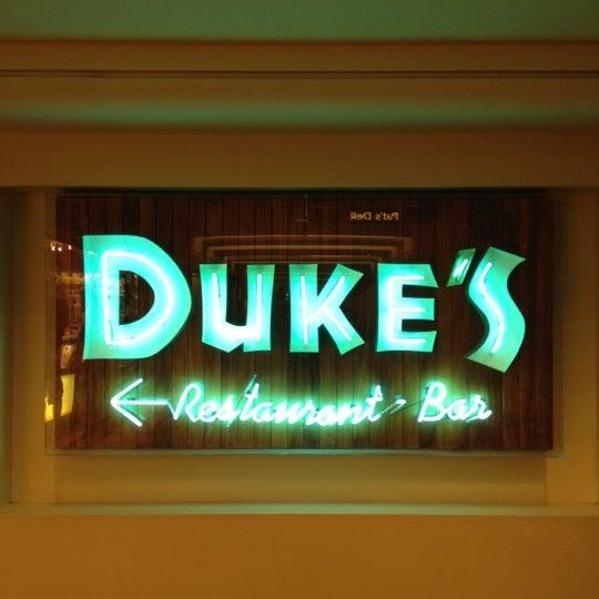 Photo taken at Duke's Waikiki by Yosuke M. on 2/13/2012