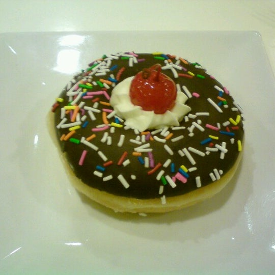 Photo taken at Krispy Kreme by kristoff P. on 7/27/2012