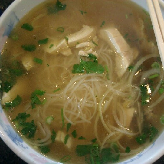 Photo taken at Phở Kim Long by Ricky W. on 2/20/2012
