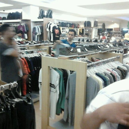 Photo taken at Outlet Biru by Anggara Y. on 4/27/2012