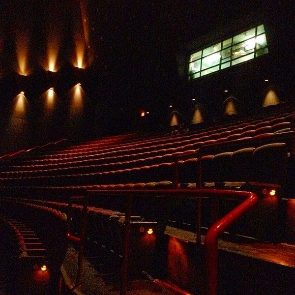 Снимок сделан в AMC Loews Lincoln Square 13 пользователем John S. 8/25/2012