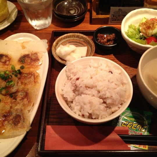 Photo taken at 赤坂ちびすけ 新宿店 by Ichiro S. on 6/28/2012