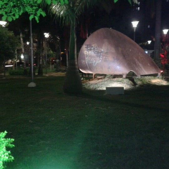 Photo taken at Parque Las Palmas by un tal J. on 6/26/2012