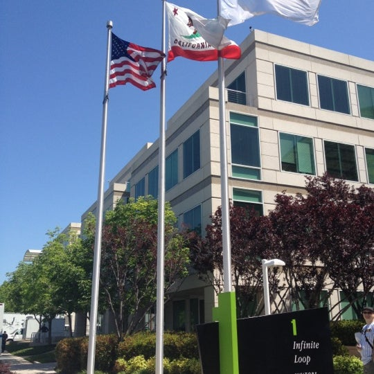 Photo taken at Apple Inc. by Fabio L. on 5/9/2012
