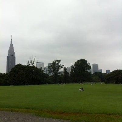 Photo taken at 新宿御苑 (Shinjuku Gyoen) by u3noken1 on 7/22/2012