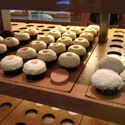 Photo taken at Sprinkles Cupcakes by Kyana W. on 8/5/2012