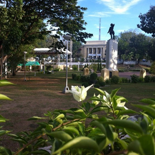 Photo taken at Maria Cristina Park by Tristan M. on 4/2/2012