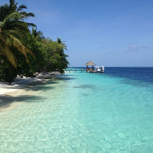 Photo taken at Vilamendhoo Island Resort & Spa by Miguel R. on 6/18/2012
