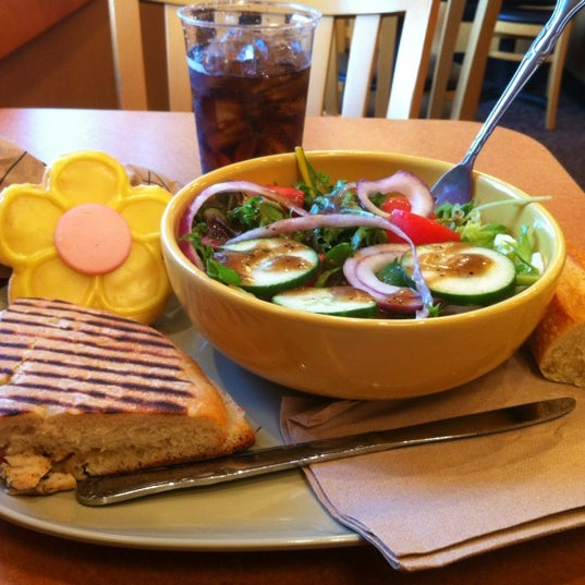 Photo taken at Panera Bread by Yesy on 5/12/2012
