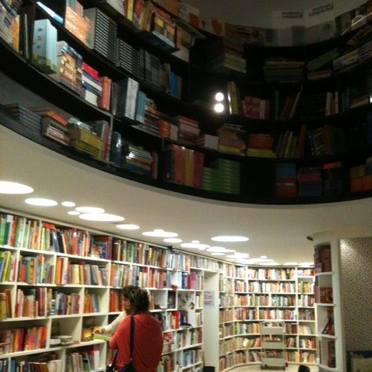 Photo taken at Livraria da Vila by Elianete V. on 9/6/2012