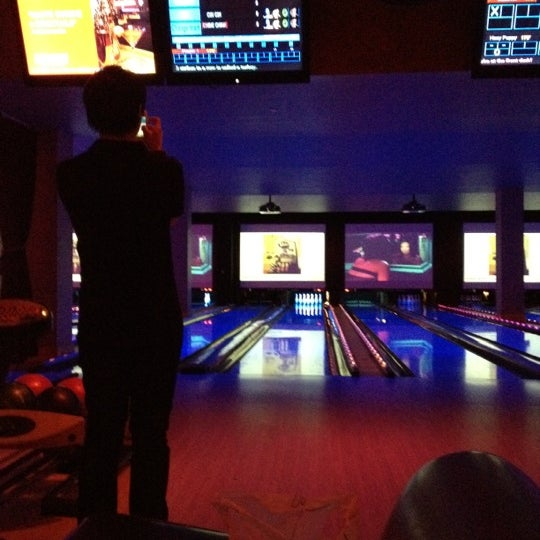 Photo taken at Lucky Strike New York by Jacinto Y. on 4/3/2012