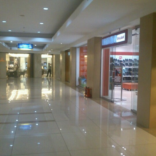 Photo taken at Inorbit Mall by Rakesh K. on 9/7/2012