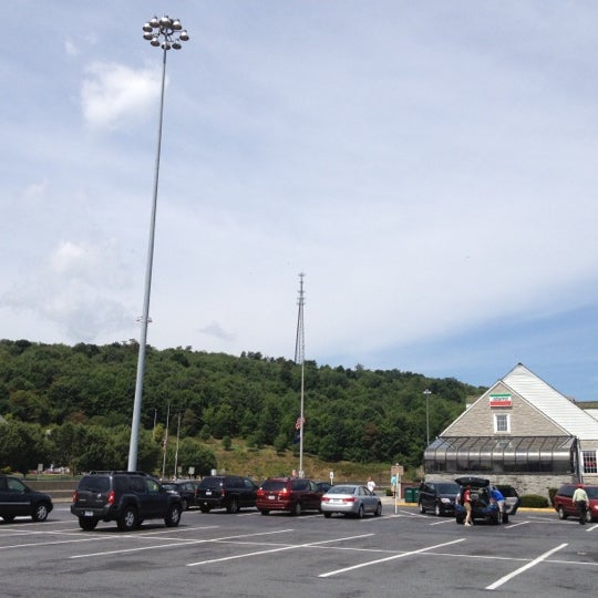 Photo taken at North Midway Service Plaza by Shayne C. on 8/7/2012