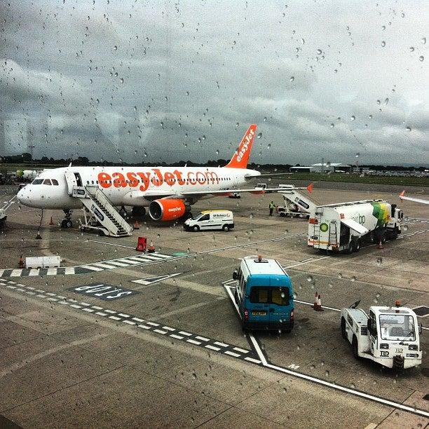 bristol bristol lotnisko odloty przyloty mapa wypożyczalnia aut transfery z lotniska hotele