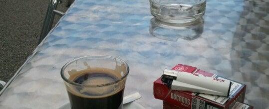 Photo taken at Cafeteria Centroelena by Oscar Gaston P. on 10/2/2012