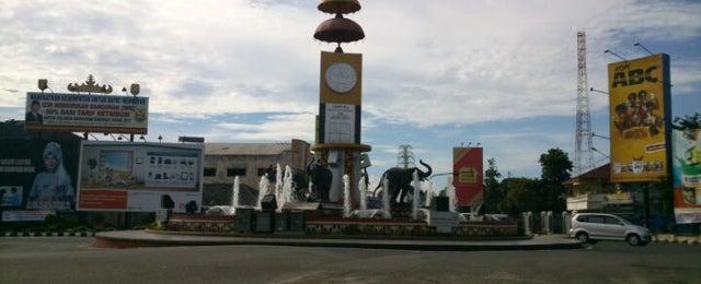 Photo taken at Bundaran Gajah (Tugu Adi Pura) by M Dony R. on 1/30/2013