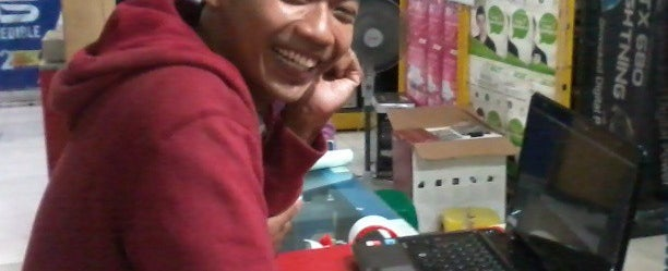 Photo taken at Maju Hardware by Aulia A. on 2/12/2015