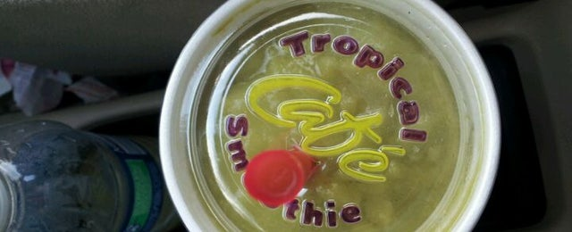 Photo taken at Tropical Smoothie Cafe by Lee R. on 2/8/2012