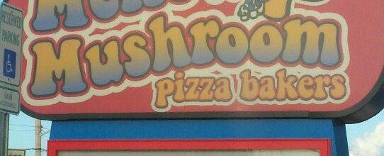 Photo taken at Mellow Mushroom by NIN S. on 7/14/2012
