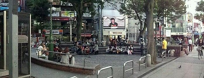 御津公園 (三角公園) is one of 公園.