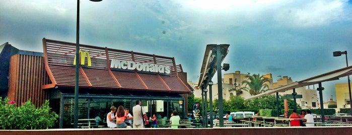 McDonalds Torrevieja is one of Algunos de mis sitios favoritos para comer.