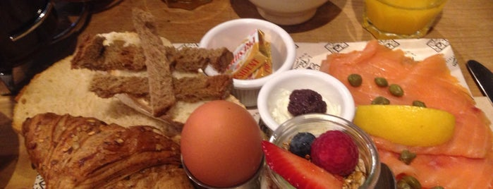 Le Pain Quotidien is one of Breakfast and nice cafes in Barcelona.