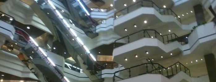 Beiramar Shopping is one of Floripa.