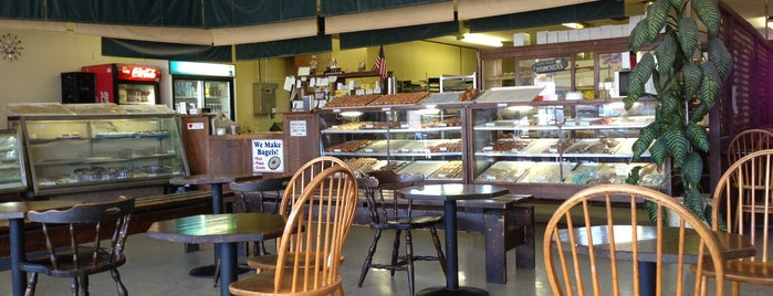 Munchers Bakery is one of Must-visit Food in Lawrence.
