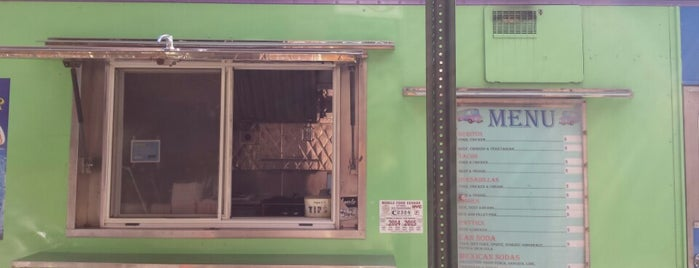 La Troca Del Sabor (Taco Truck) is one of Best Mexican food in Williamsburg.