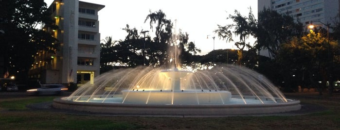 Kapiolani Fountain is one of Favorites, Waikiki.