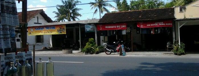 Umi Modiste is one of Maen-maen.