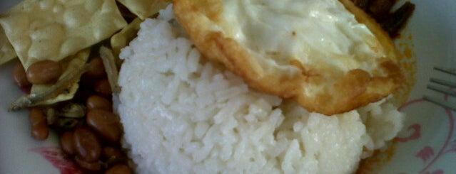 Golden Spoon Restaurant is one of Food in Kuantan, Pahang.