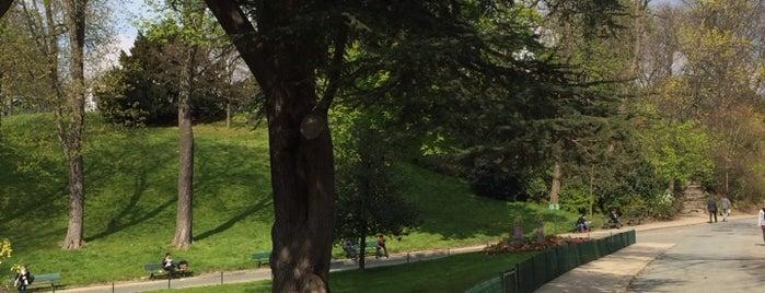 Buttes Chaumont Park is one of เที่ยวช้อปปิ้ง Paris!.